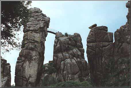 externsteine-rocce-del-sole-savitri-devi-pilgrimage-italiano
