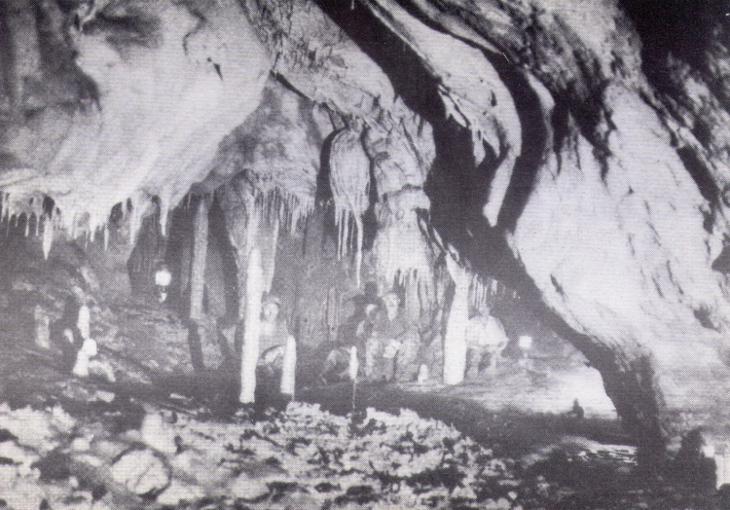 otto-rahn-la-corte-di-lucifero-italiano-grotte-lombrives